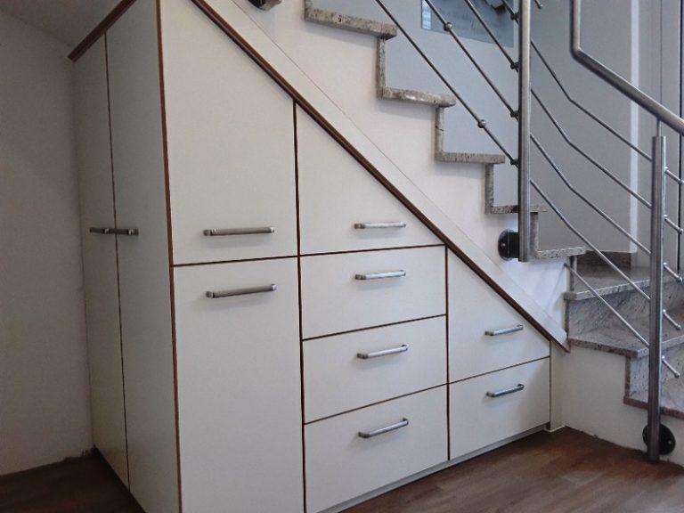 Der Treppenunterschrank